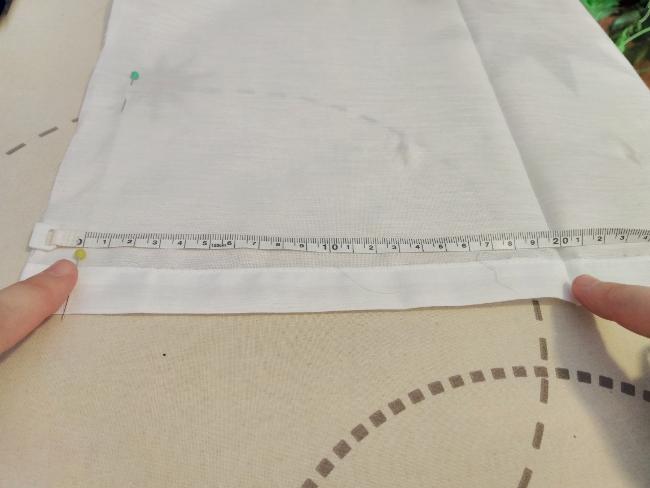 se marca ahora una tercera línea a 20 centímetros de la primera