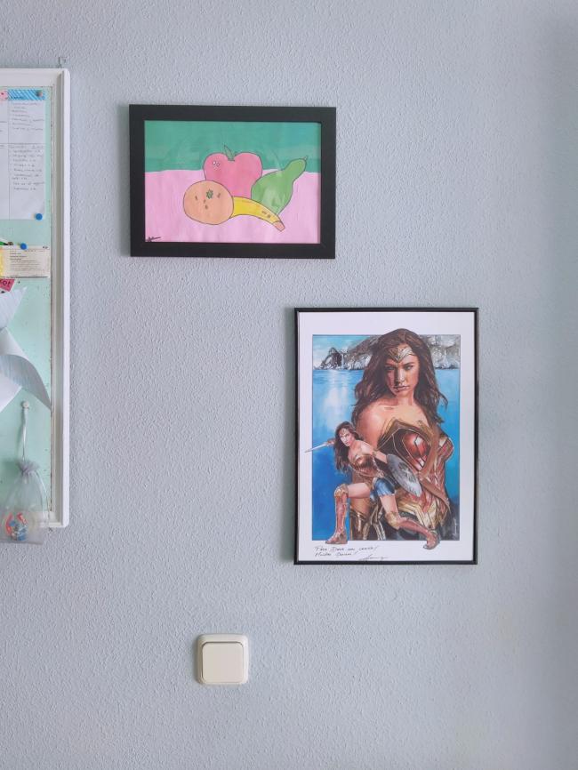 cuadros colgados en la pared
