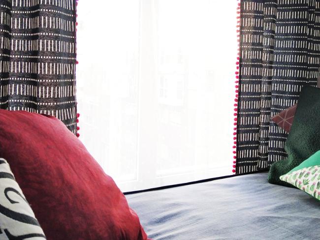cortina personalizada con pompones