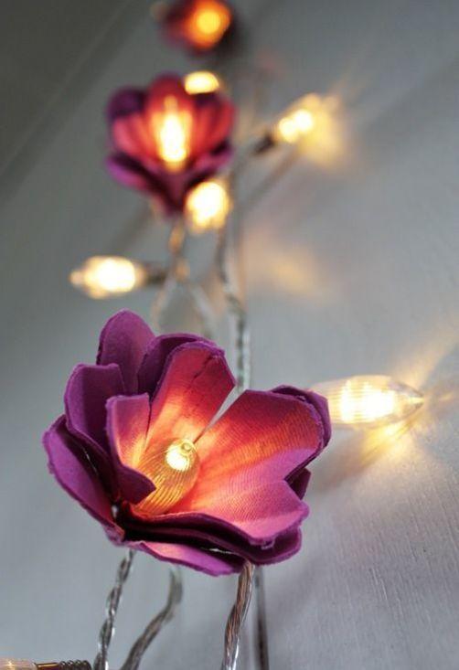 Flores de caixa de ovo com pisca pisca