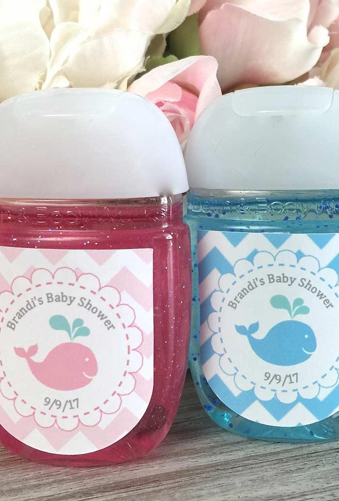 Lembrancinha de chá de bebê: sabonete líquido cheio de cor