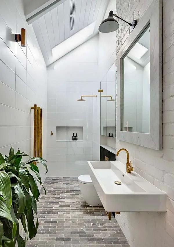 Phòng tắm hẹp có giếng trời # phòng tắm # phòng tắm chung cư # phòng tắm hẹp #decorhomeideas