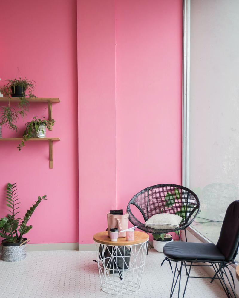 kolorowe-ściany-w-dużym-mieszkaniu