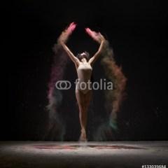 tancerka-kolorowy-proszek-fototapety-mlodziezowe