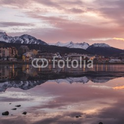 górskie-miasto-nad-jeziorem-w-argentynie-fototapeta