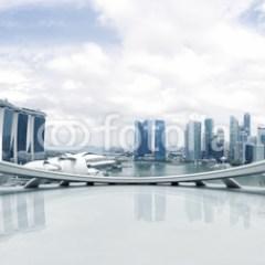 Widok z balkonu na nowoczesne miasto