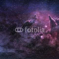 purpurowa-mgławica-kosmiczny-pył-na-niebie