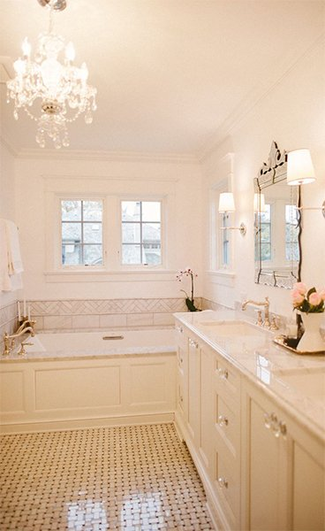 very chic and modern white bathroom