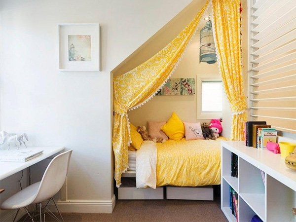 Creative Interior Decoration Tips for Teen's Bedroom on Good Bedroom Ideas For Small Rooms  id=81485