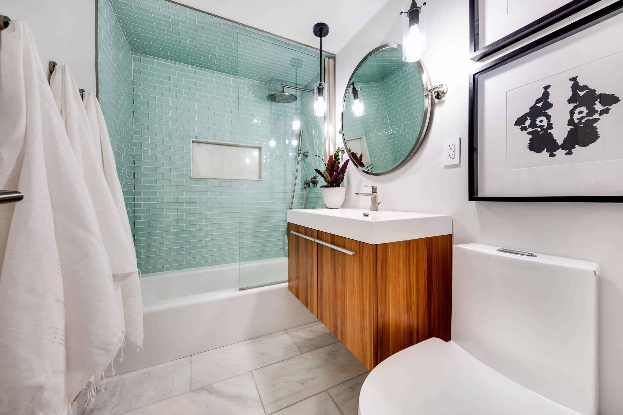 Top 28 Best Small Bathroom Ideas with Bathtubs for 2020 on Small Bathroom Ideas 2020 id=65813