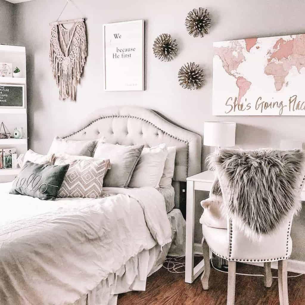 51 Stylish Teen Girl Room Decor Ideas - Teenage Girl ... on Room Decor Ideas For Teen Girls  id=84007