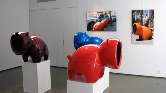 Cyril Anguelidis présente sa sculpture Mhoy