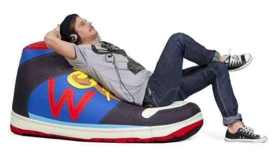 Pouf design : le pouf Sneaker