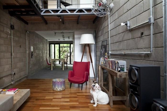 Rénovation d'un bâtiment industriel en maison cosy
