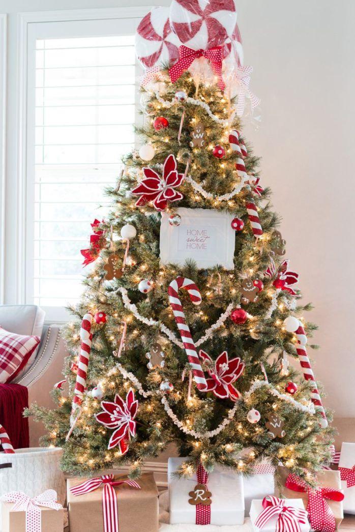 Un arbre de Noël avec des cannes à sucre