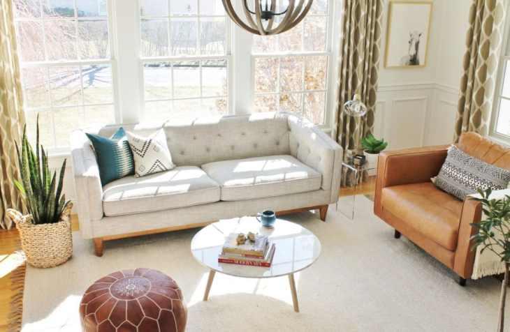 Salons intemporelscanapé en lin et chaises en cuir