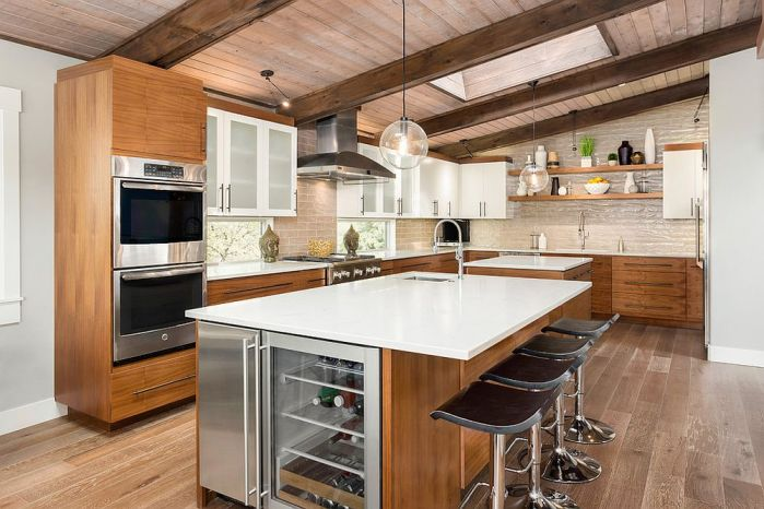 Un plafond en bois dans une cuisine moderne 2