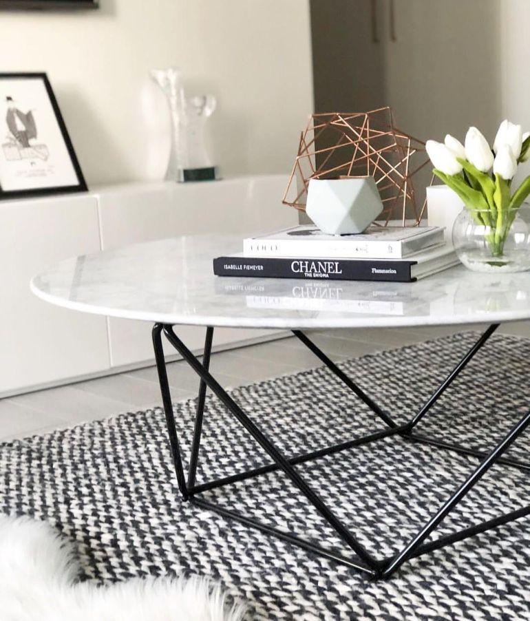 Décoration cottage chic une table octogonale