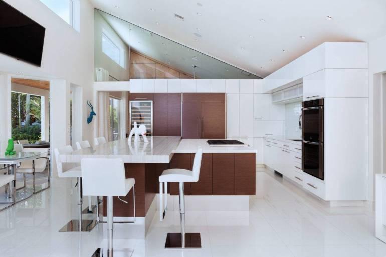 Les armoires bicolores dans la cuisine
