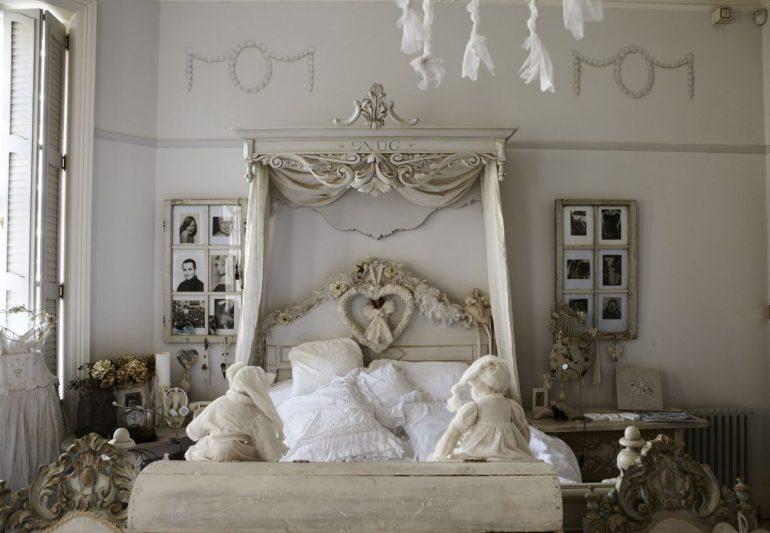 Décoration de chambre à la françaisele baldaquin