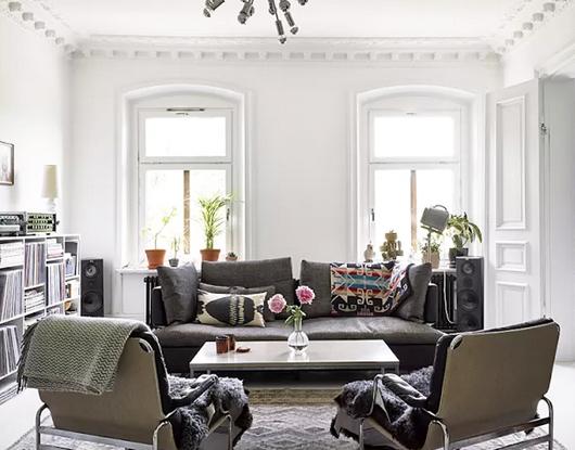 Un appartement à la décoration éclectique en mood Black & white !