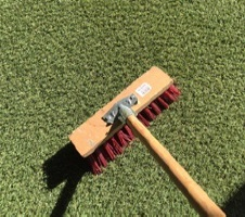 entretenir sa pelouse artificielle