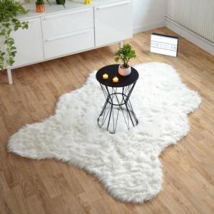 tapis peau de bete imitation ours blanc