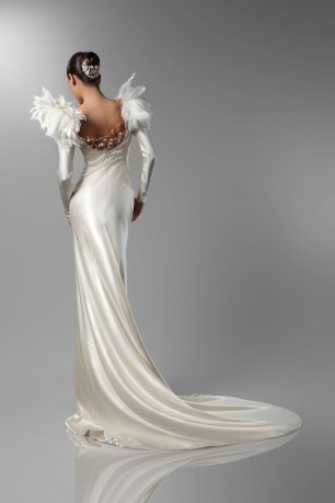 Feather Shoulder Wedding Gown | Isabel Zapardiez