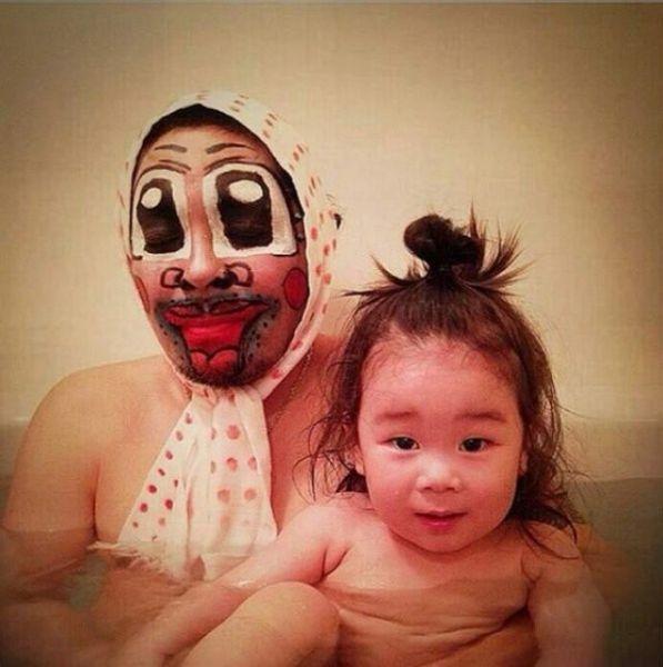 Padre japones hija bano 06