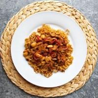 Noodles con soja texturizada y almendras (Estilo Oriental)