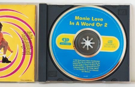 monie02.jpg