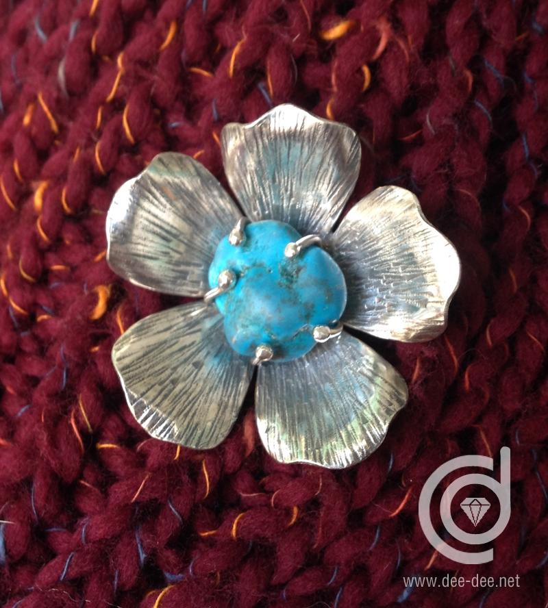 pregadeira flor em prata com
