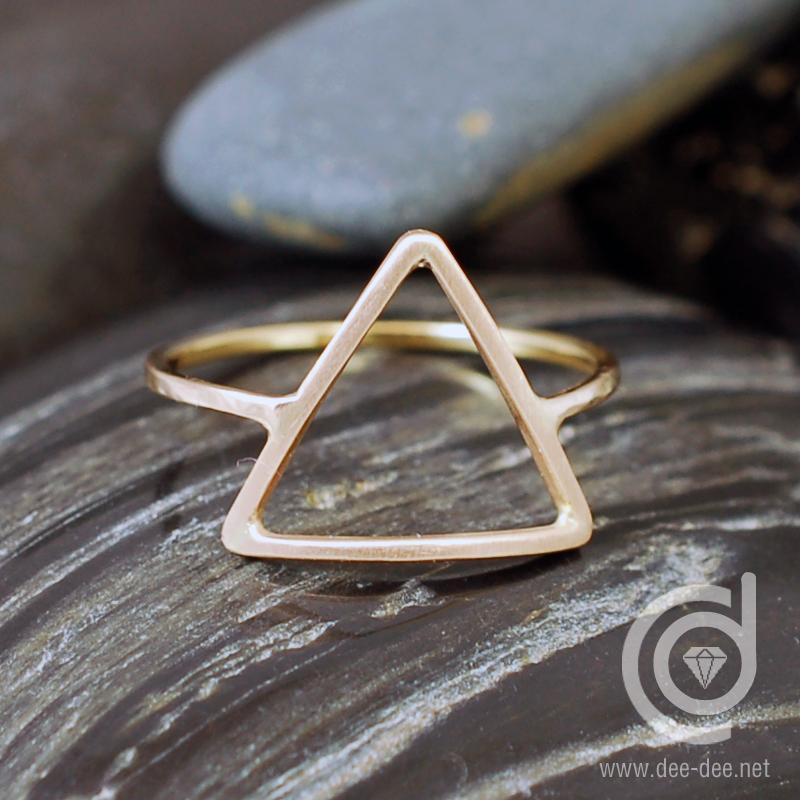 anel triangulo em ouro