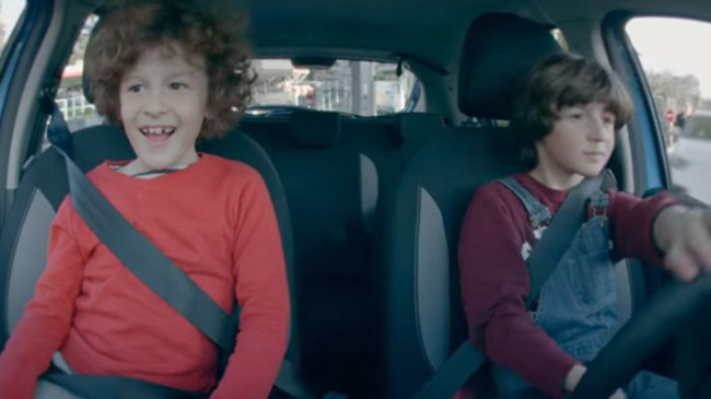 dacia-kids-driving-top