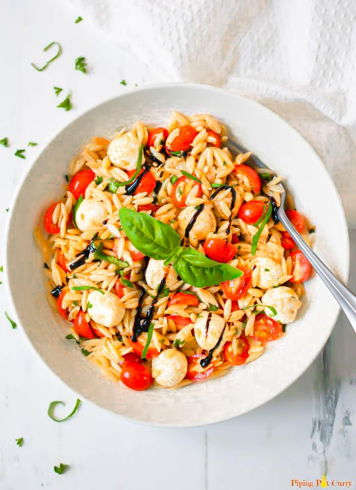Caprese-Orzo-Pasta-Salad-Piping-Pot-Curry-6-min