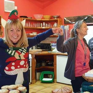 Deepdale Backpackers & Camping crew serving cakes and hot drinks at Deepdale Christmas Market 2018