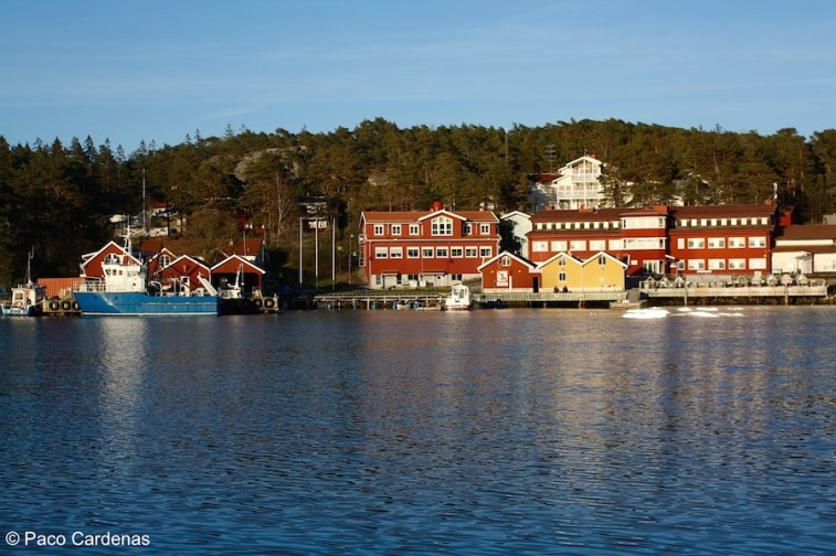 The Lovén Centre at Tjärnö (marine station) with the RV Nereus