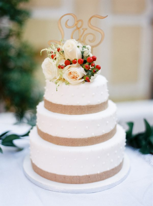 30 Burlap Wedding Cakes for Rustic Country Weddings   Deer Pearl Flowers burlap wedding cake