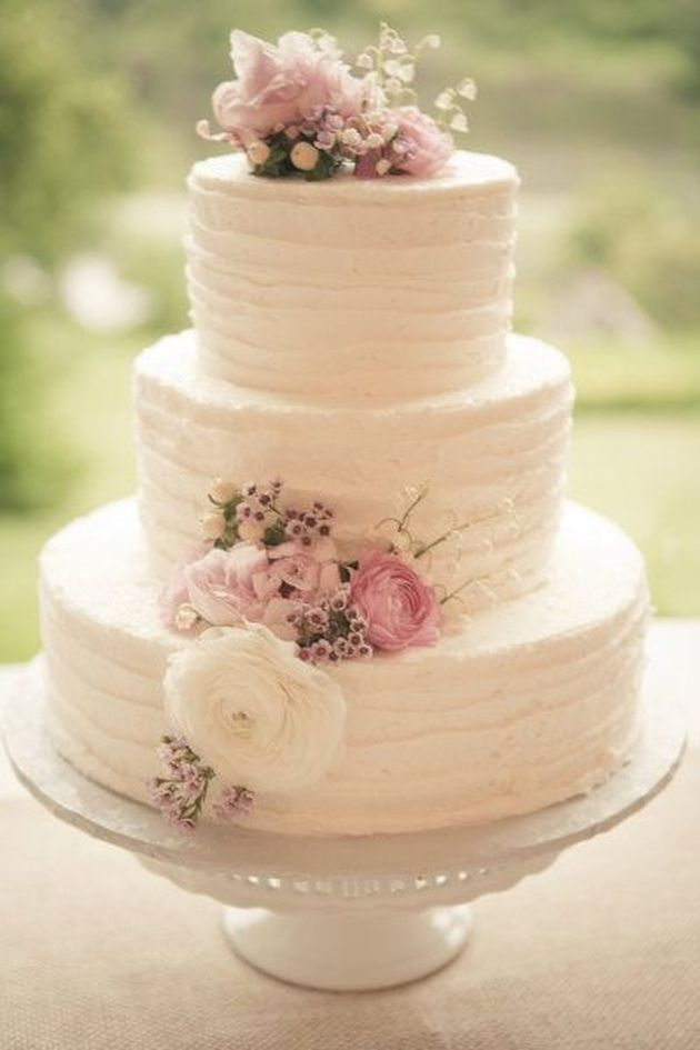 25 Buttercream Wedding Cakes We d  Almost  Kill For  with Tutorial         Ivory and Rose Buttercream Wedding Cake