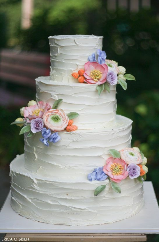 25 Buttercream Wedding Cakes We d  Almost  Kill For  with Tutorial         Rustic Buttercream Wedding Cake with Spectacular Sugar Flowers