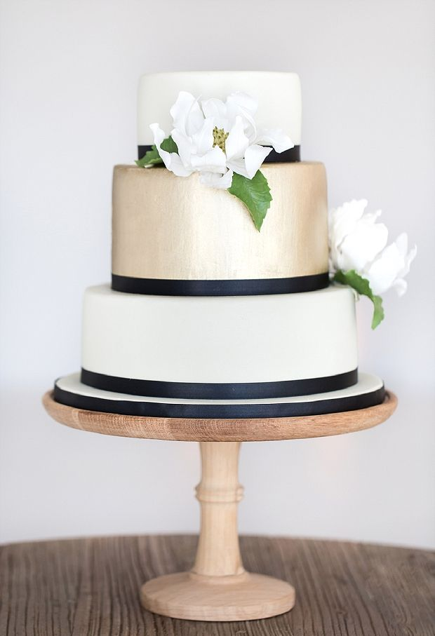 49 Amazing Black and White Wedding Cakes   Deer Pearl Flowers     black and white wedding cake with brushed gold gum paste magnolia and  navy ribbon