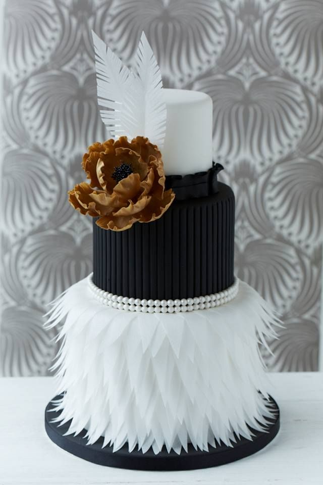 49 Amazing Black and White Wedding Cakes   Deer Pearl Flowers     Cake cute white and black feather wedding dress with gold flower