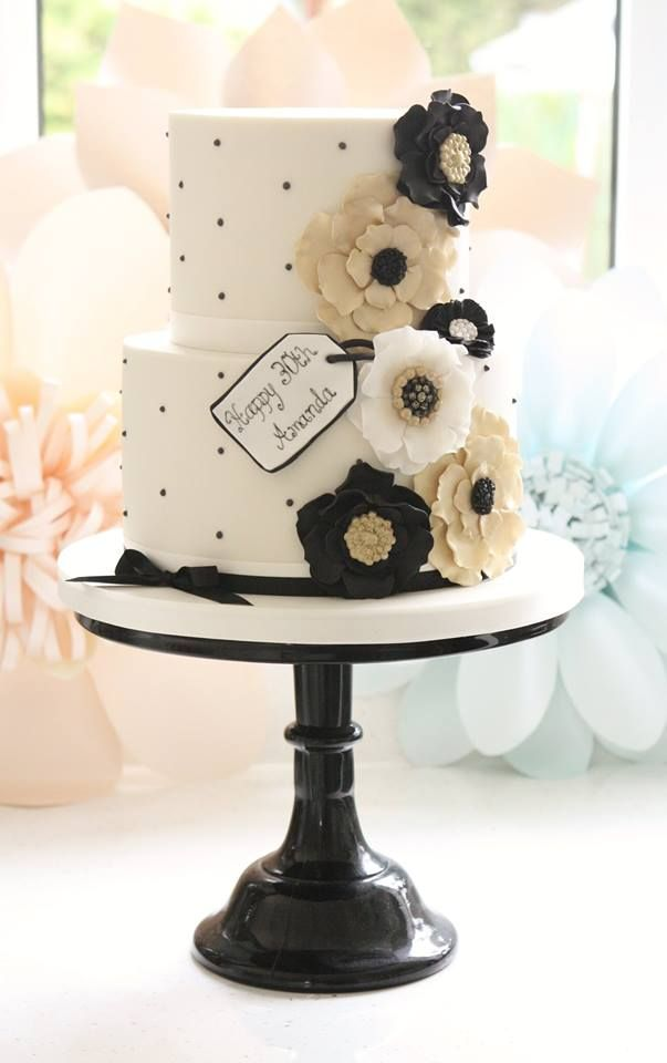 49 Amazing Black and White Wedding Cakes   Deer Pearl Flowers     white and black wedding cake with gold flower
