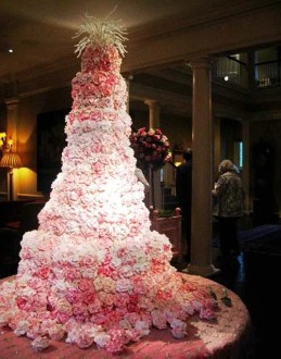 Top 13 Most Beautiful Huge Wedding Cakes   Deer Pearl Flowers big white wedding cake ideas pink flowers huge wedding cake