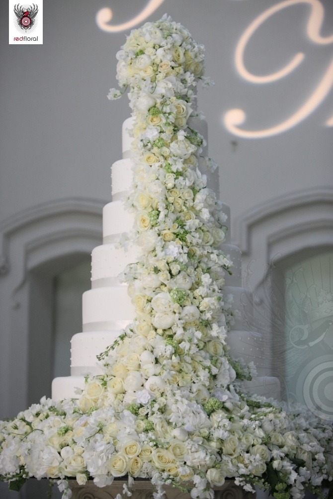 Top 13 Most Beautiful Huge Wedding Cakes   Deer Pearl Flowers     white big wedding cake with white and yellow flowers