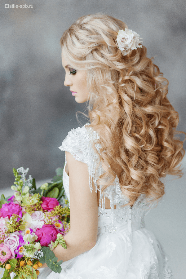 25 Romantic Long Wedding Hairstyles Using Flowers Deer