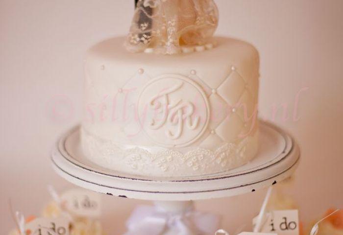 16 Perfect Romantic Vintage Wedding Cakes Deer Pearl Flowers