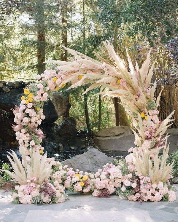 blush and pink pampas grass wedding circle backdrop