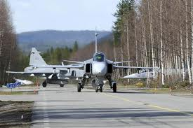 https://i1.wp.com/www.defenceaviation.com/wp-content/uploads/2010/12/gripen_on_road.jpg