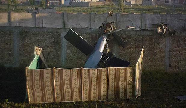 Crashed_stealth_blackhawk_helicopter